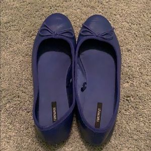 cute navy blue flats!